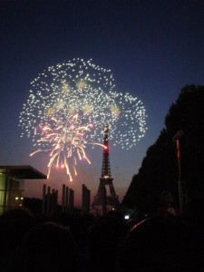 14_July_fireworks_in_Paris_cc