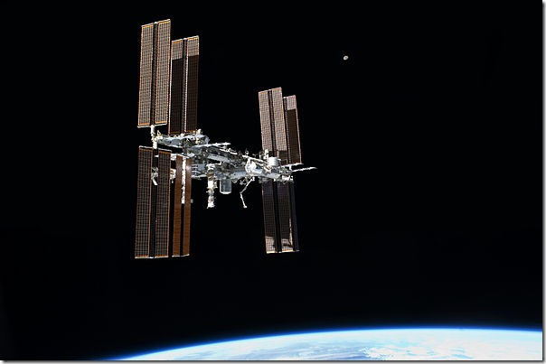 600px-STS-135_final_flyaround_of_ISS_1
