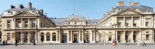 Le Palais-Royal - Chansons enfantines françaises - France - Mama Lisa's World en français: Comptines et chansons pour les enfants du monde entier  - Intro Image
