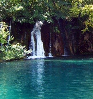 &Agrave; la claire fontaine <br> (A la clara fuente)