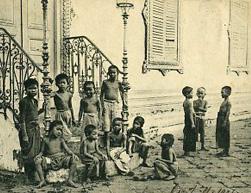 កូនអើយគេងទៅ - Chansons enfantines cambodgiennes  - Cambodge - Mama Lisa's World en français: Comptines et chansons pour les enfants du monde entier  - Intro Image