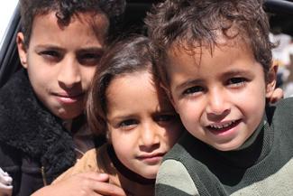 بابا و ماما  یحبوني - Yemeni Children's Songs - Yemen - Mama Lisa's World: Children's Songs and Rhymes from Around the World  - Intro Image